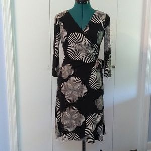 Black and cream floral wrap dress size 6